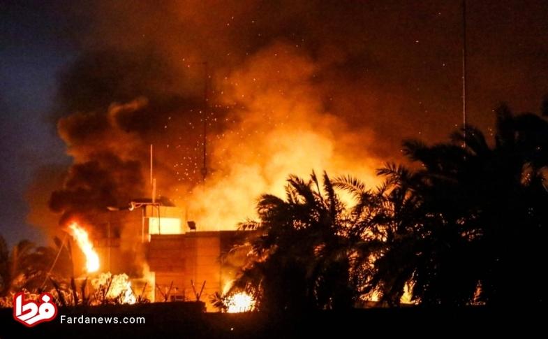 گزارش تصویری از تخریب کنسولگری ایران در بصره و تصاویر عجیب از حمله کنندگان!