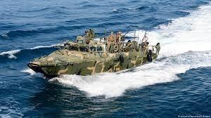 شلیک هشدار به سوی قایقهای تندرو ایران در خلیج فارس