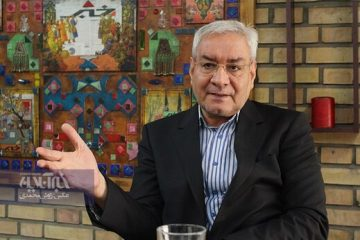 اصغرزاده:نگاه به شرق یک بازی است که باید آن را کنار بگذاریم