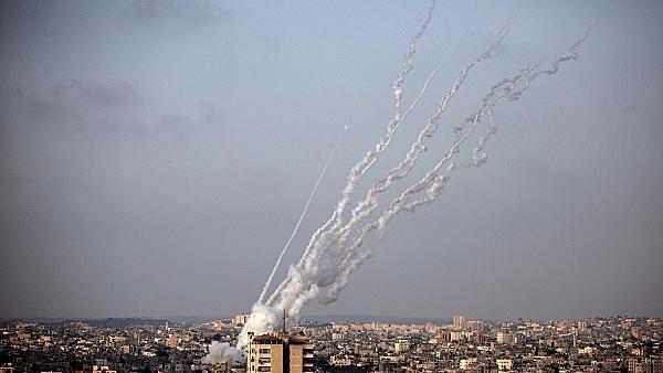 شلیک موشک به سمت تلآویو با رمز «یالثارات قاسم سلیمانی»/شمار کشتههای صهیونیست به ۵ تن رسید